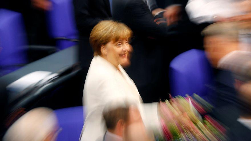 Störer in der Nähe von Angela Merkel überwältigt