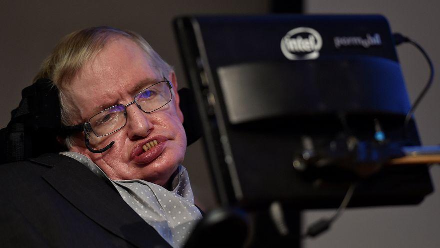 Reações à morte de Stephen Hawking enchem redes sociais