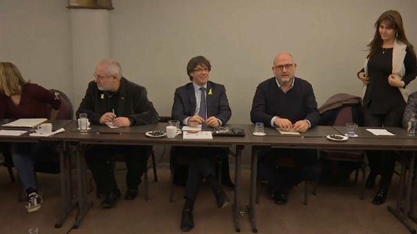 Puigdemont viajará a Ginebra mientras deshoja la margarita