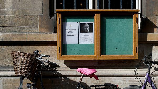 Ο κόσμος αποχαιρετά τον Στίβεν Χόκινγκ
