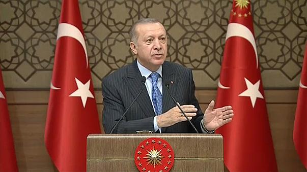 """Erdogan szerint órákon belül """"totálisan elesik"""" Afrín"""