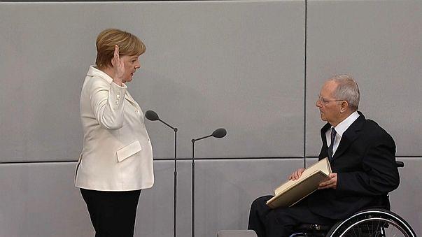Almanya: Başbakanlığa seçilen Merkel Meclis'te yemin etti