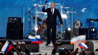 Путин посетил Крым с предвыборным визитом