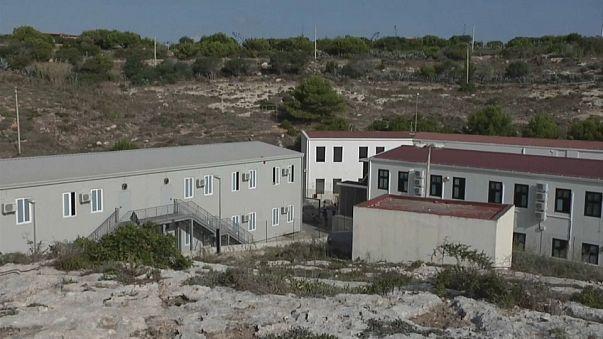 """Lampedusa chiuso """"temporaneamente"""" l'hotspot"""
