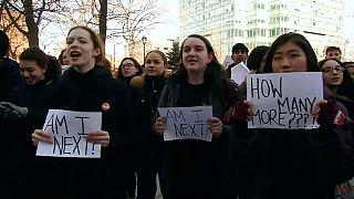 Öğrenciler bireysel silahlanma yasalarını protesto etti
