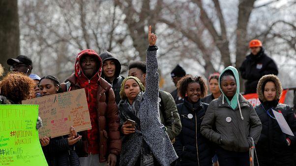 Американские школьники выступают против оружия