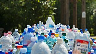 در بطریهای آب مارکهای بزرگ، ذرات ریز پلاستیک وجود دارد