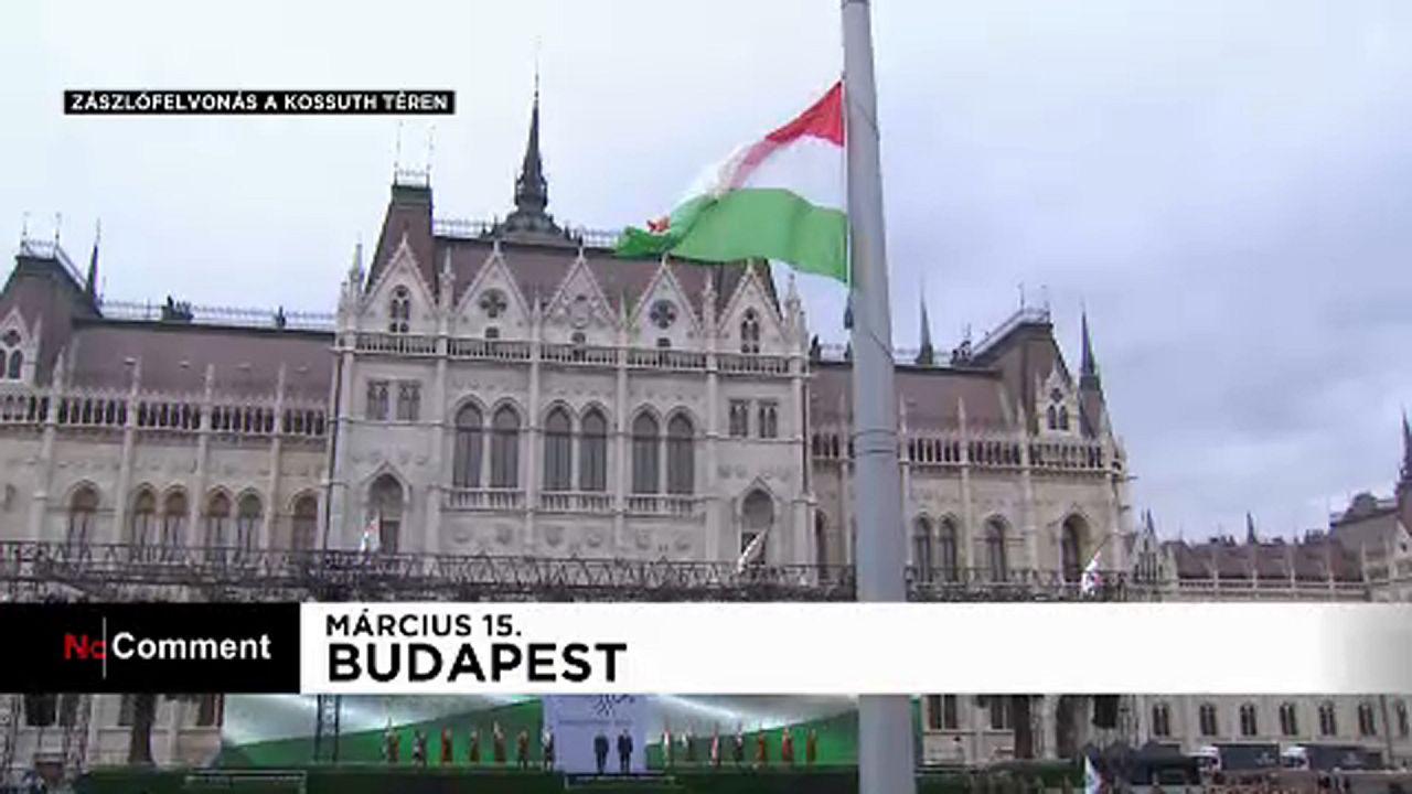 Zászlófelvonás a Kossuth téren