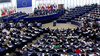 البرلمان الأوروبي  يلوّح بإنشاء محكمة جرائم حرب في سوريا