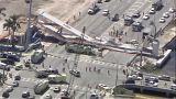 Összeomlott egy gyalogos híd Floridában