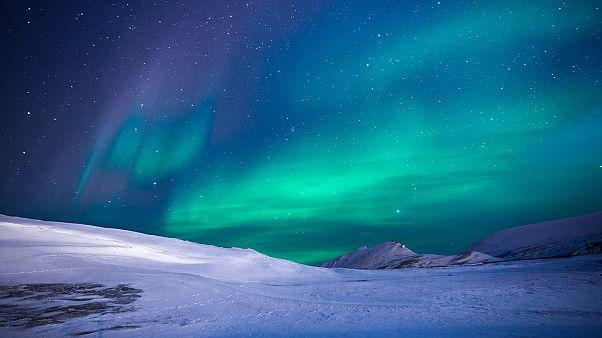 شاهد بالفيديو: ألوان الشفق القطبي تزيّن سماء فنلندا