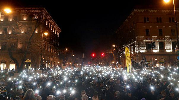 Будапешт: Юбилейный марш с политическими лозунгами