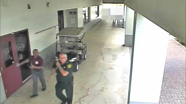 Vidéo à charge pour le policier du lycée de la tuerie de Parkland