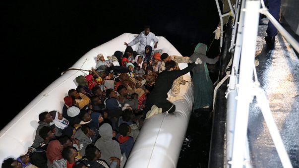 Cerca de 200 migrantes resgatados do Mediterrâneo
