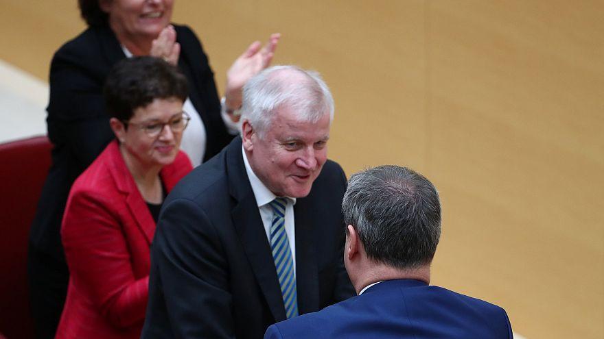 Seehofer gibt das Ministerpräsidenten-Amt an Markus Söder (CSU) ab.