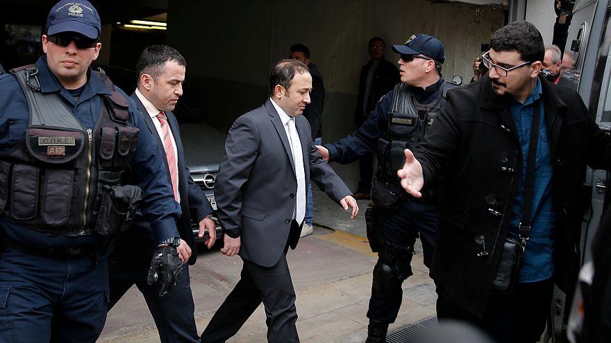 Justiça grega rejeita pedido de extradição de militares turcos