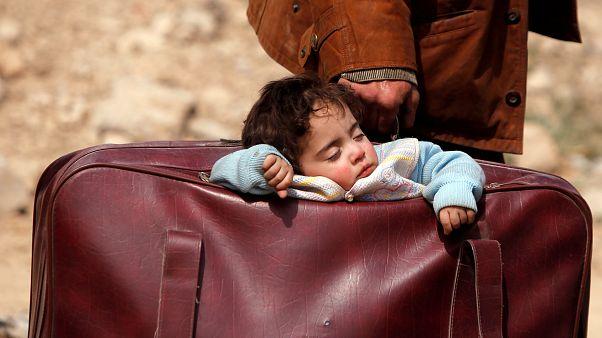 Ezrek menekülnek el a szíriai Kelet-Gútából