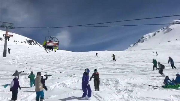 Gürcistan'da bir kayak merkezinde korku dolu anlar