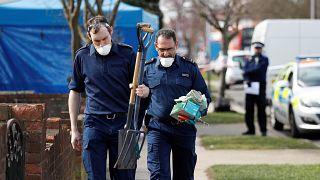 Ειδικές ομάδες της βρετανικής αστυνομίας ερευνούν την κατοικία Γκλουσκόφ