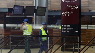 Félmillió euróért cserélik a még használatba se vett reptér kijelzőit