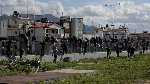 Πάτρα: Απομακρύνονται οι μετανάστες