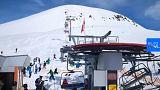 Un fallo en un telesilla en Georgia lanza a los esquiadores