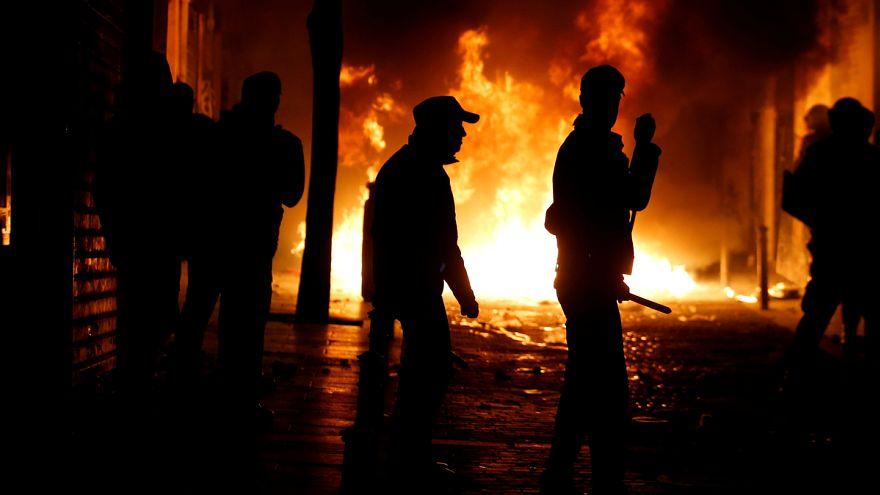 Bevándorlók és rendőrök éjjeli csörtéje