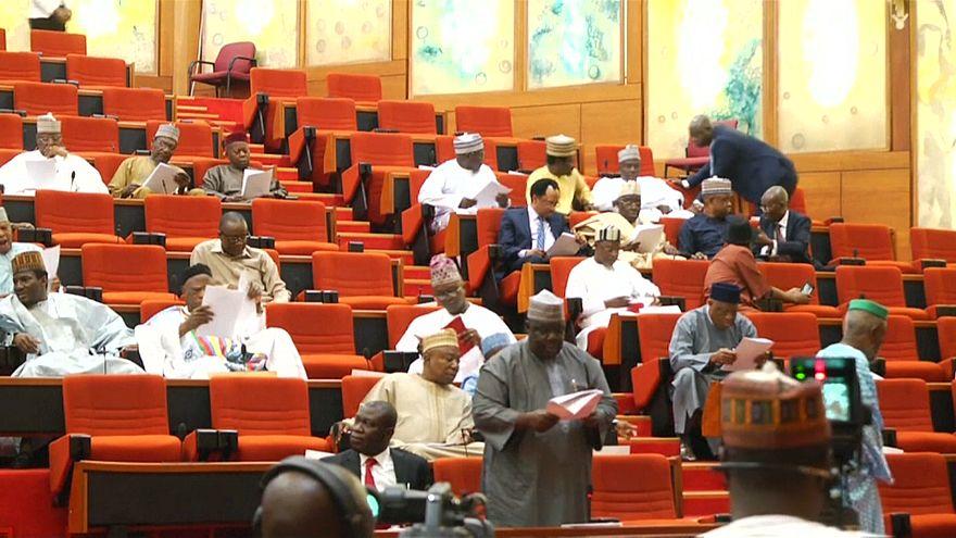 النيجيريون يعيشون بأقل من دولارين يومياً بينما يحصد البرلمانيون الآلاف