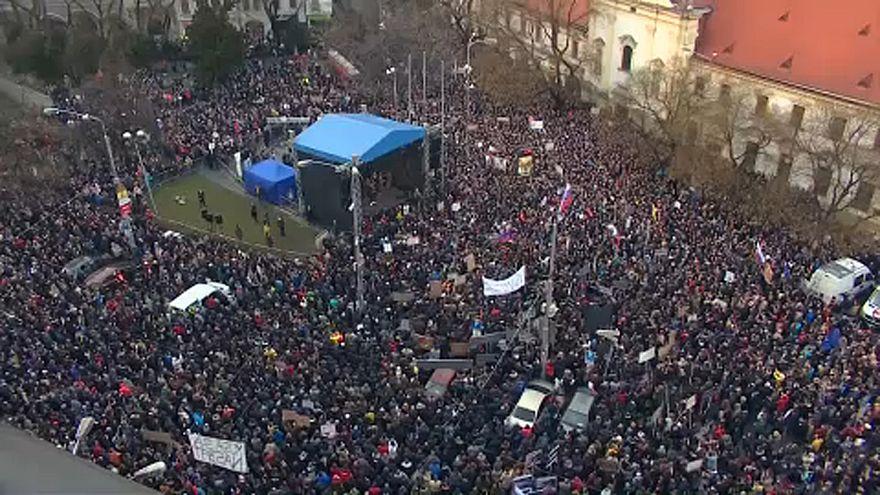 A tömeg ugyanakkora, a követelések fokozódnak Szlovákiában