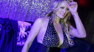 ترامب يطالب ممثلة إباحية بدفع 20 مليون دولار
