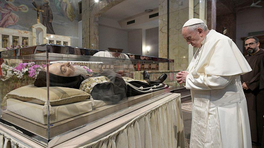 Papst besucht Stätten von Pater Pio