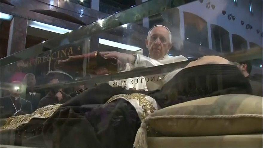 Папа приехал к Падре