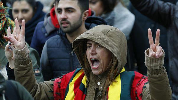Gegen Afrin-Offensive der Türkei: Mehr als 10.000 bei Newroz-Demo