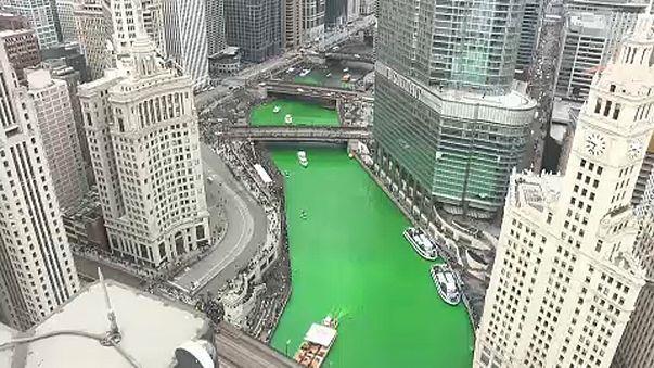 Zölddé varázsolták egy chicagói folyó vizét Szent Patrik-napra
