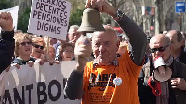 Emelésért tüntettek a spanyol nyugdíjasok