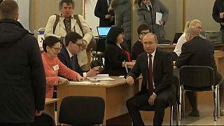 شاهد: بوتين يدلي بصوته في الانتخابات الرئاسية الروسية