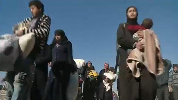Tömegesen menekülnek a civilek Gútából és Afrínból