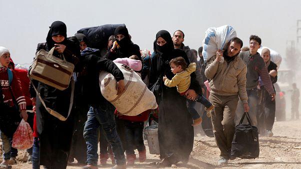 Afrin und Ost-Ghouta: Zehntausende fliehen aus Bombenhagel