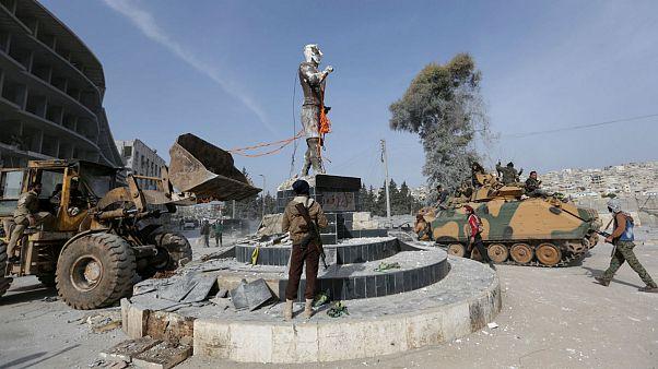 نیروهای ترکیه در عفرین مجسمه کاوه را پایین کشیدند و پرچم ترکیه را برافراشتند