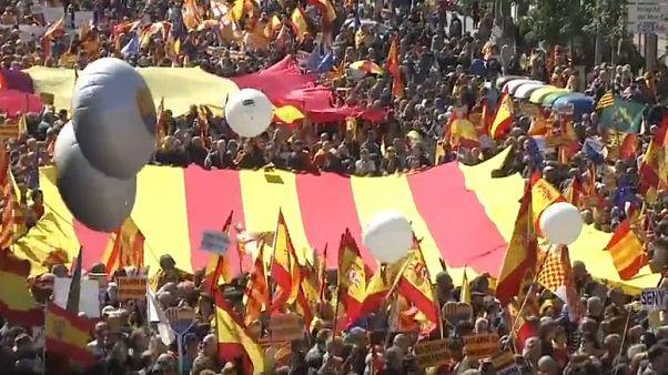 Multitudinaria marcha en Barcelona contra la independencia de Cataluña