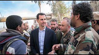 El presidente sirio Bashar al-Assad visita en Guta a sus tropas