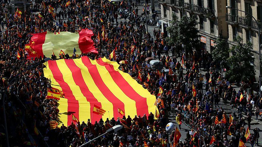 A spanyol egység mellett tüntettek Katalóniában