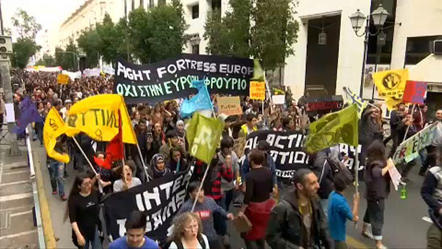 A rasszizmus ellen tüntettek menedékkérők Athénban a hajótragédia után
