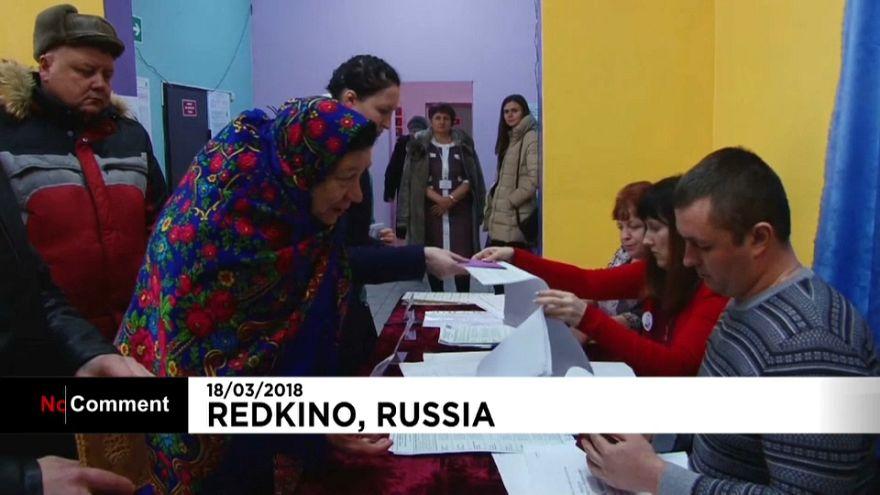 Russia al voto tra canti e balli popolari