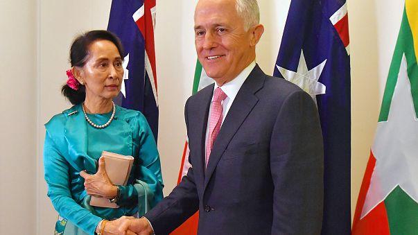Turnbull questiona líder do Myanmar sobre Direitos Humanos