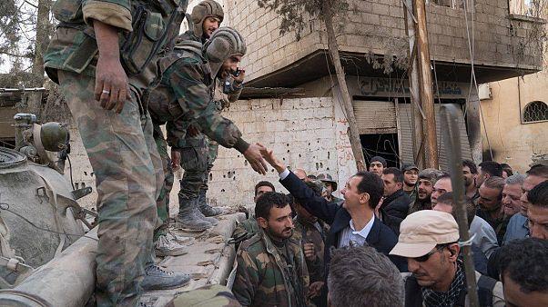 Visita de Assad a Ghouta Oriental coincide com êxodo maciço