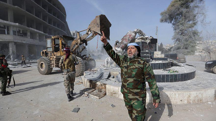 قوات الجيش السوري الحر بعد السيطرة على وسط مدينة عفرين