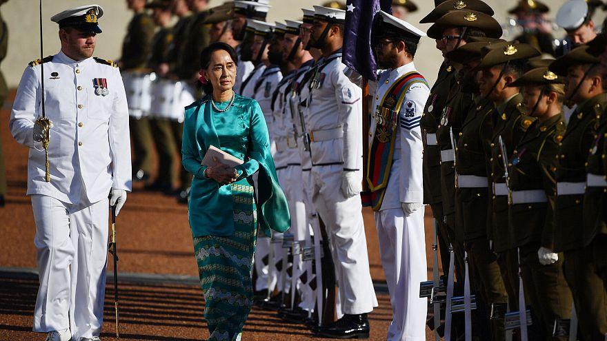 Аун Сан Су Чжи встречают в Австралии