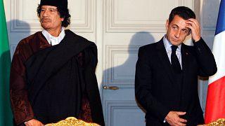 Sarkozy con el fallecido presidente libio Muamar el Gadafi