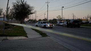 Explosão de um pacote com pregos e outros fragmentos numa instalação da FedEx no Texas